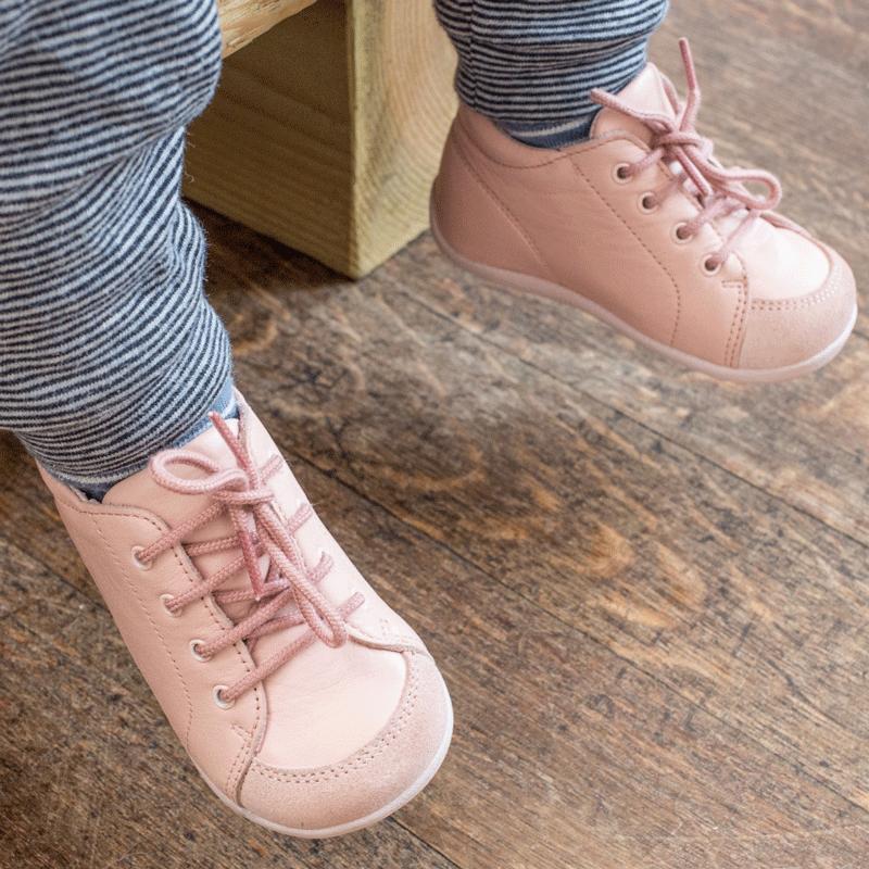 chaussures-premiers-pas-sporti-rose-porte