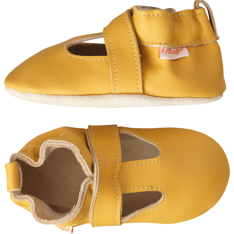 Chaussons-cuir-souple-uni-ouvert-jaune-moutarde-profil