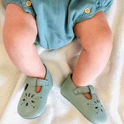 chaussures-bebe-cuir-souple-salome-vert-de-gris-profil