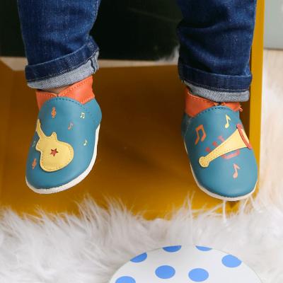 chaussons-bebe-cuir-souple-veronique-musique-porte