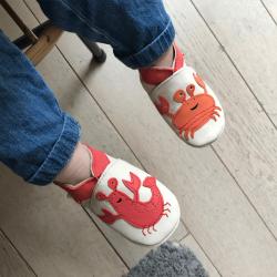 chaussons-bebe-cuir-souple-ecrevisse-crabe-face