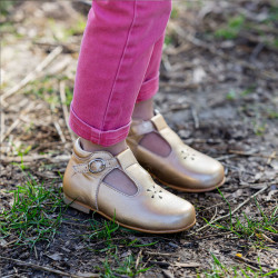 chaussures-premiers-pas-vicky-or-rose-porte